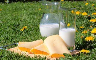 Maitotuotteiden maitohappo on luonnollinen valkaisuaine, joka lisää myös syljen tuotantoa.