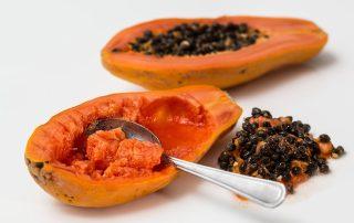 Papaija sisältää monissa valkaisutuotteissa käytettävää papaijaentsyymiä, joka poistaa pinnallisia tahroja ja ehkäisee plakin kertymistä.